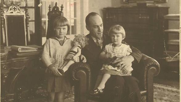 Iwaszkiewicz miał żonę i dwie córki.