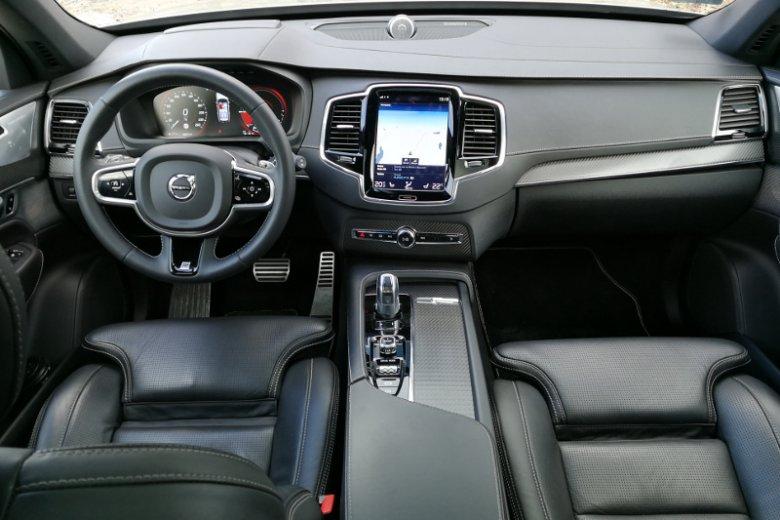 Wnętrze XC90 jest przestronne i eleganckie.
