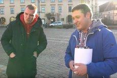 Budda wrzucił 10 tys. zł do puszki WOŚP na placu Szczepańskim w Krakowie.