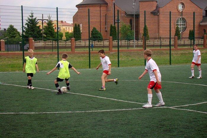 Prawdziwi zwycięzcy programu Orlik. Mogą ćwiczyć na nowoczesnych boiskach zarówno w dużych miastach, jak i małych miejscowściach.
