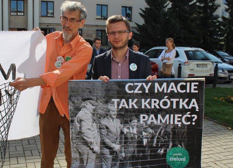 Pikieta solidarności z uchodźcami pod ambasadą węgierską. Fot. Ela Hołoweńko.