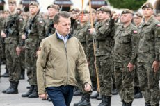 Mariusz Błaszczak zapewnił na Twitterze, że wojsko pomoże mieszkańcom Warszawy w związku z katastrofą ekologiczną.