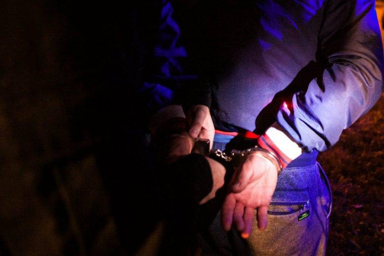 Artur C. jest poszukiwany za handel narkotykami i udział w zorganizowanej grupie przestępczej.