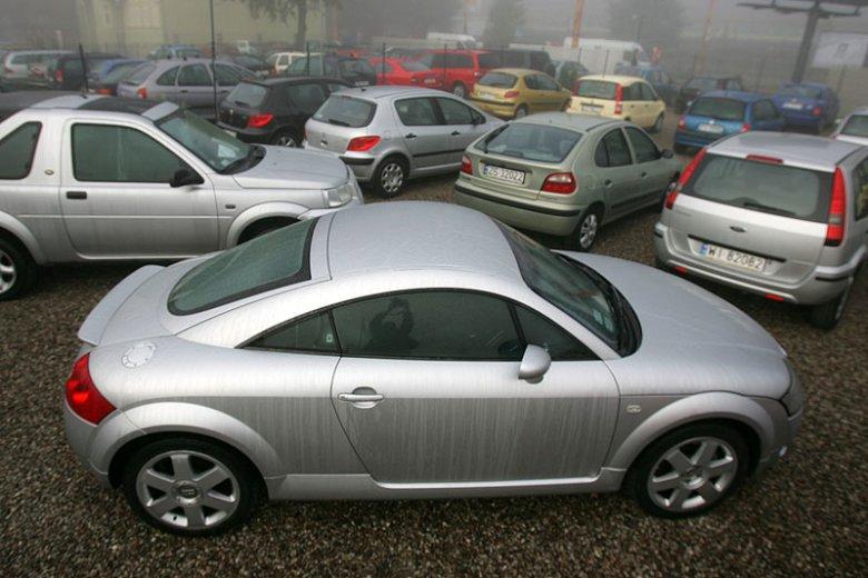 Komisy samochodowe to firmy cieszące się w Polsce jedną z najgorszych opinii. Zdjęcie stanowi jedynie ilustrację do tekstu.