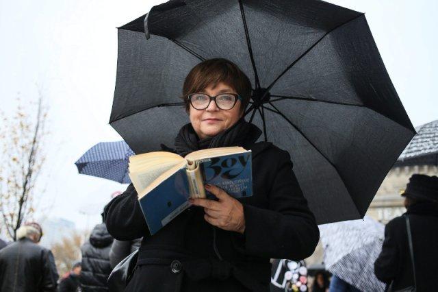 Katarzyna Kądziela, współpracownica i przyjaciółka Izabeli Jarugi-Nowackiej, jest oburzona tym, że słupscy radni PiS głosowali przeciwko nazwaniu ronda jej imieniem.