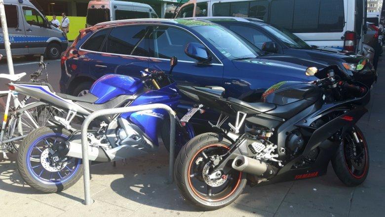 Niebieska R-125 i czarna R6. Laik nie zobaczy żadnej różnicy.