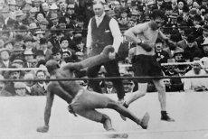 Polak Stanisław Kiecala powala na deski mistrza świata wagi ciężkiej Jacka Johnsona