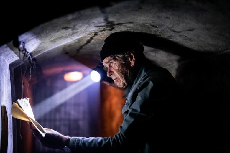 """Lech Dyblik jako """"Chudy"""" w filmie """"Na bank się uda"""""""