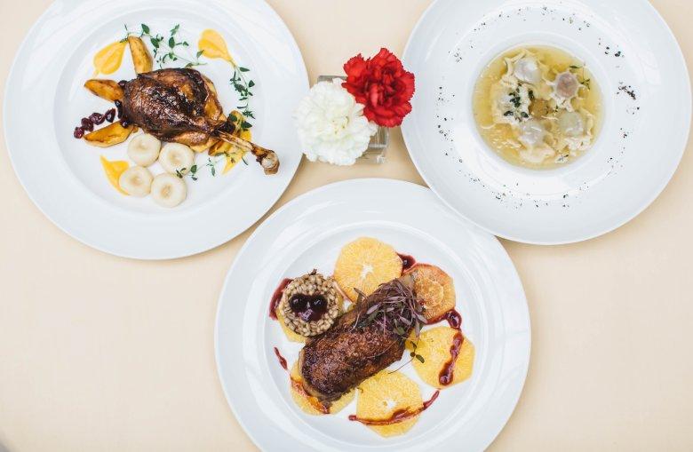 Dania z gęsiny przygotowała dla nas restauracja Dom Polski przy ul. Francuskiej 11 w Warszawie.