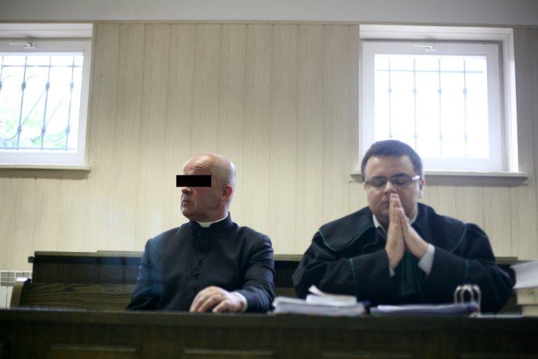 Sąd w Brzozowie, 2008 r. Pierwszy proces ks. Stanisława K. oskarżonego o znęcanie się psychiczne i fizyczne nad 13-letnim Bartkiem i doprowadzenie do jego samobójczej śmierci oraz o znęcanie się nad trojgiem innych dzieci.