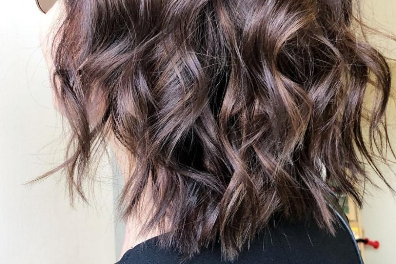 Regularnie podcinaj końcówki włosów