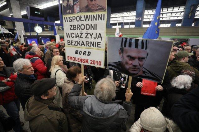 Przyjazd Tuska na Dworzec Centralny w Warszawie wywołał niezdrowe emocje.