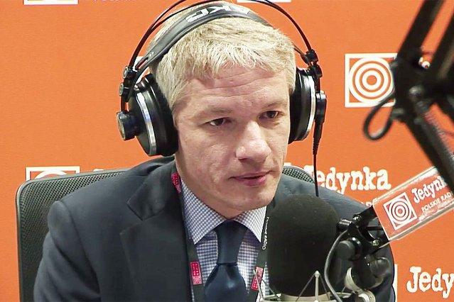 """Wojciech Dąbrowski znów będzie prowadził """"Sygnały dnia""""."""