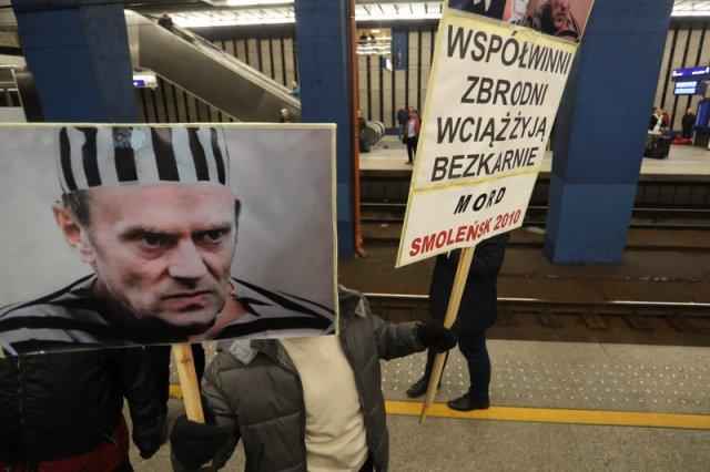 Między innymi tak witano Donalda Tuska w Warszawie. Na szczęście takie widoki należały do zdecydowanej mniejszości.
