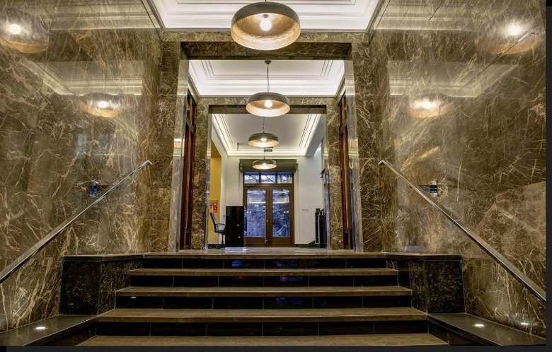 Wnętrze kamienicy przy Pięknej 19 - odnowione w duchu art deco