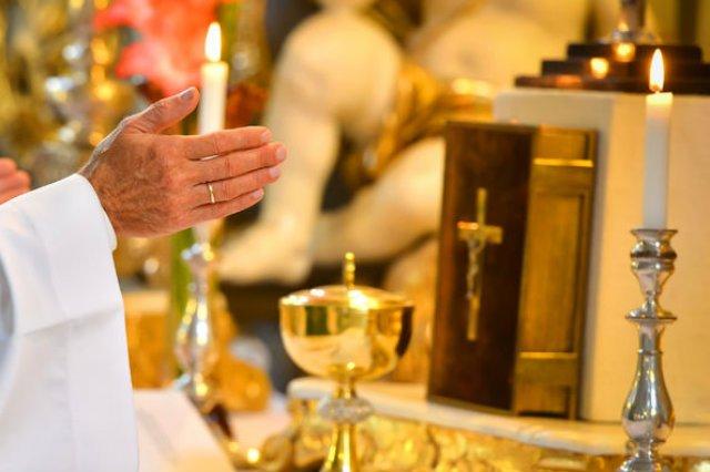 Ksiądz potępił zmarłego 15-latka podczas jego pogrzebu.