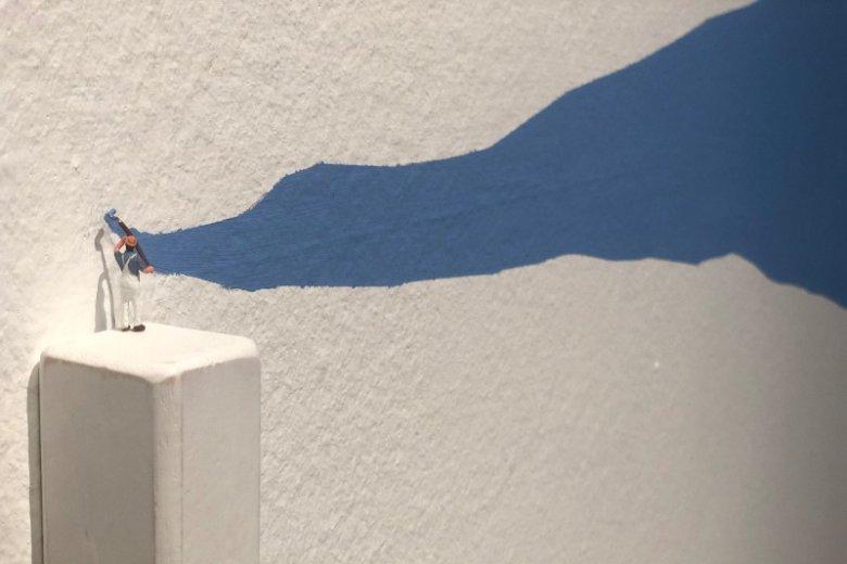 ...okazuje się, że to ten mały człowieczek ma pomalować wszystkie ściany