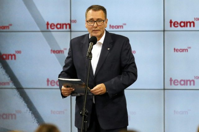 Prezes Polskiej Fundacji Narodowej ma problemy w mediach, ale w domu też jest ciężko.