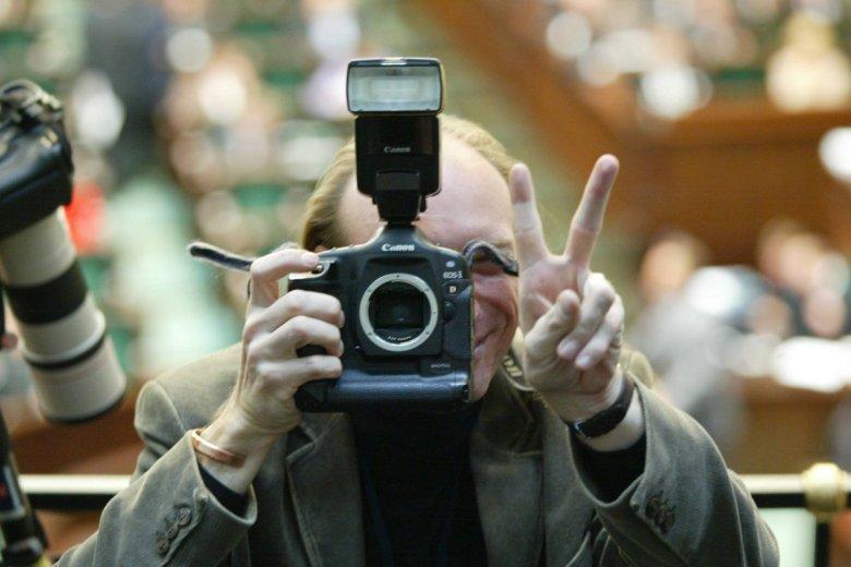 15.10.2004 Fotograf Wojciech Olkuśnik w trakcie debaty nad wotum zaufania dla rządu Marka Belki.