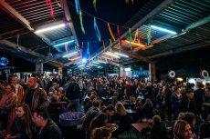 Nocny market przez kilka lat stał się kultowym miejscem w Warszawie. Jego wspomnienie zobaczymy w filmie dokumentalnym