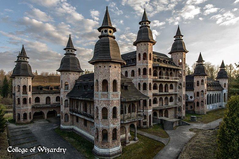 Szkoła magii miałaby powstać w niedokończonym od lat zamku w Łapalicach pod Gdańskiem.