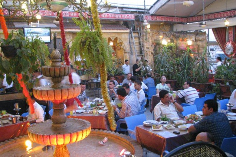Syria, Aleppo. Pierwszy posiłek podczas Ramadanu.