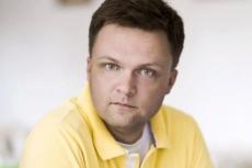 Szymon Hołownia założył dwie działające w Afryce fundacje –Fundację Kasisi i Dobrą Fabrykę.