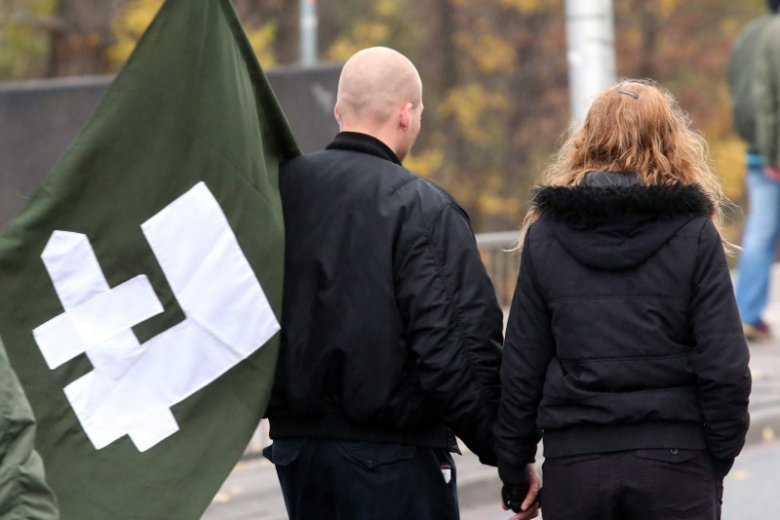 """Premier Mateusz Morawiecki zwrócił się do narodowców o pomoc w organizacji Marszu Niepodległości. """"Już jest zorganizowany"""" – odpowiadają nacjonaliści."""