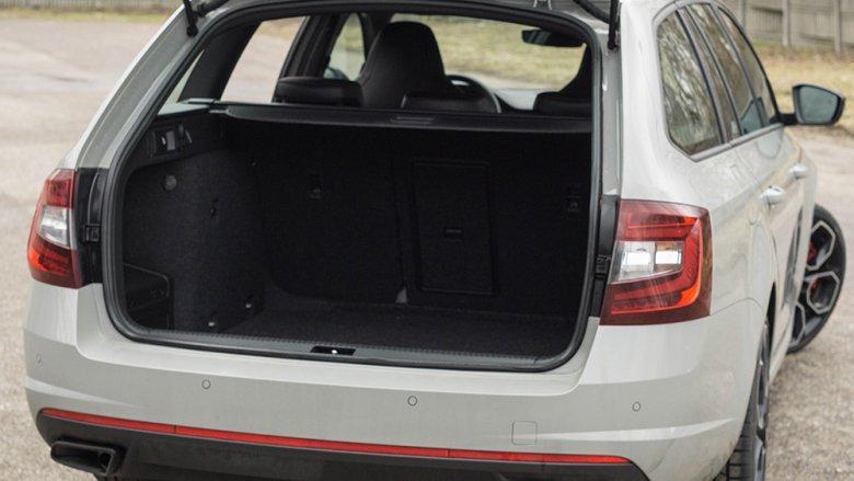 No i to wciąż Skoda. Octavia RS jest nie tylko szybka, ale i pakowna.