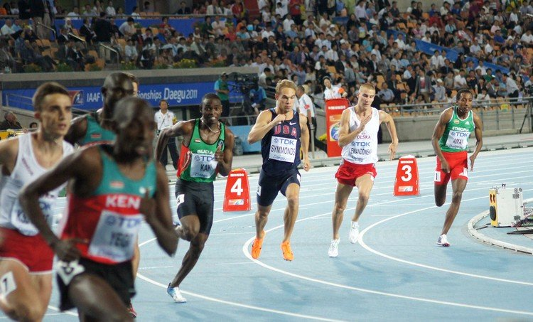 Start finałowego biegu na 800 metrów podczas Mistrzostw Świata w Daegu