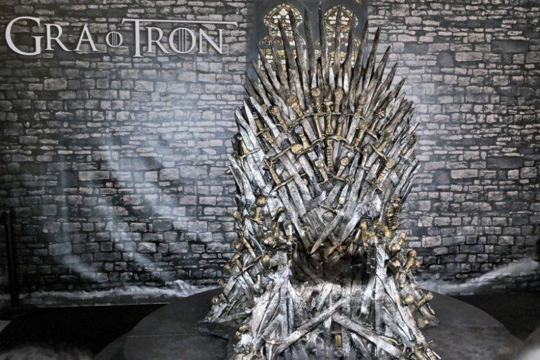 """""""Król umarł, niech żyje król!"""" - czy jakakolwiek saga ma szansę zdetronizować """"Grę o tron""""?"""