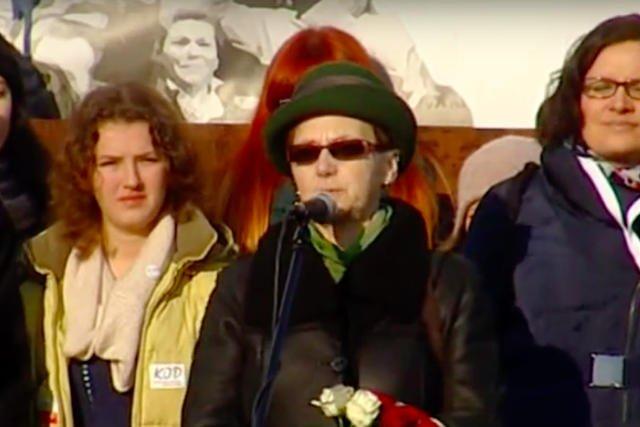 Danuta Wałęsa w obronie swojego męża.
