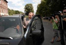 """""""Fakt"""" opisuje, jak TVP tłumaczy się z tego, że kierowcy Jacka Kurskiego zajmowali się m.in. wożeniem posiłków."""