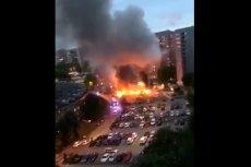 W Göteborgu spłonęły w nocy dziesiątki samochodów.