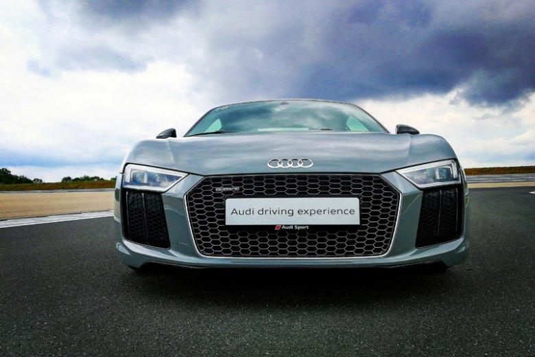 Audi R8 zwraca uwagę wszędzie tam, gdzie się pojawi. Chyba że w okolicach fabryki Audi Sport, tam jest ich na pęczki.