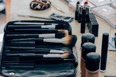 Kobiety często korzystają ze sprawdzonych kosmetycznych klasyków, ale czasem warto też otworzyć się na nowości