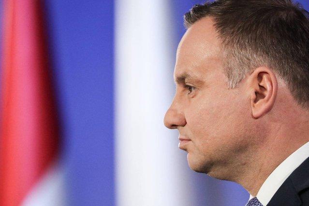 Andrzej Duda chce się wybić na niezależność? Opozycja widzi to trochę inaczej.