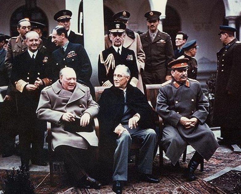 Winston Churchill, Franklin D. Roosevelt i Józef Stalin w Jałcie. Trzech ludzie zdecydowało o losach powojennej Polski.