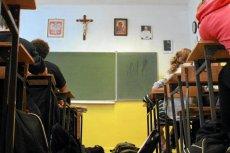 W Polsce większość uczniów uczestniczy w lekcjach religii.