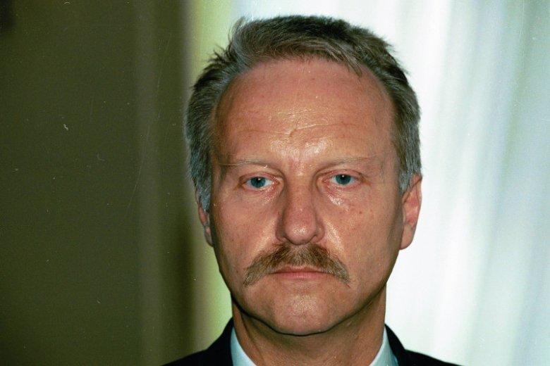 """Gen. Sławomir Petelicki - w czasie Operacji """"Most"""" dowodził specjalną jednostką 2305, ochraniającą żydowskich imigrantów."""