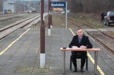 Na peronie w Końskich prezydent Andrzej Duda podpisał ustawę o kolei.
