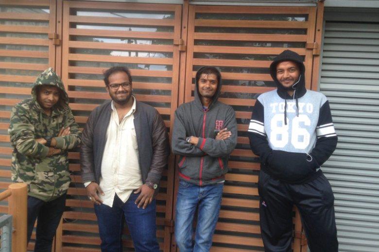Od lewej stoją Suril, Dhaval, Visnal i Bhavesh.
