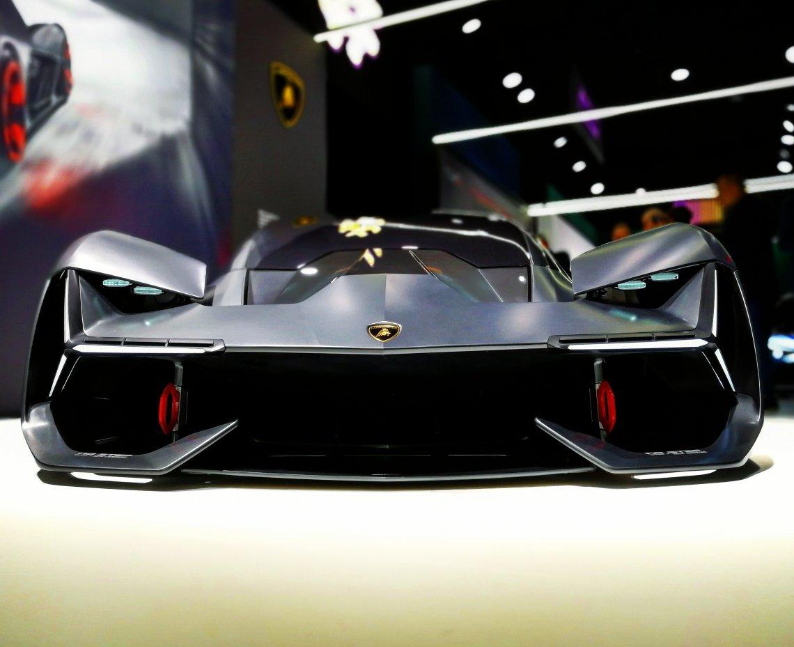 Lamborghini Terzo Millennio to taki batmobil. Tyle że prawdziwy.