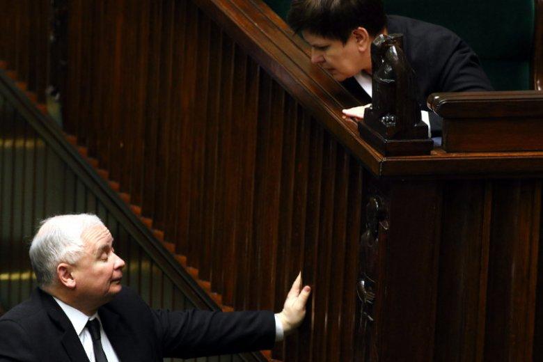 Szef partii Jarosław Kaczyński i szef rządu Beata Szydło. Czy to model popularny w Europie?