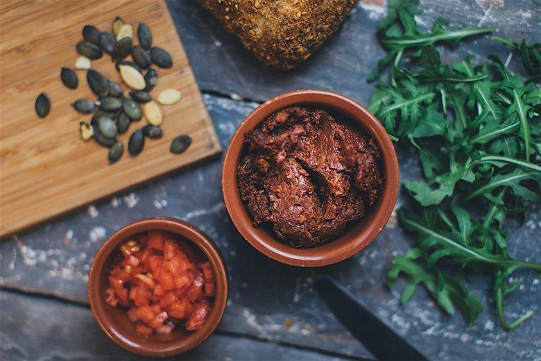 Suszone pomidory nie tracą swoich właściwości odżywczych, a wręcz przeciwnie - likopen staje się dzięki obróbce termicznej znacznie lepiej przyswajalny.
