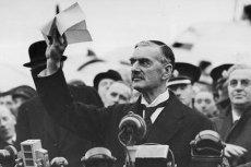 """Premier Chamberlain ogłasza """"pokój"""" dla Europy."""