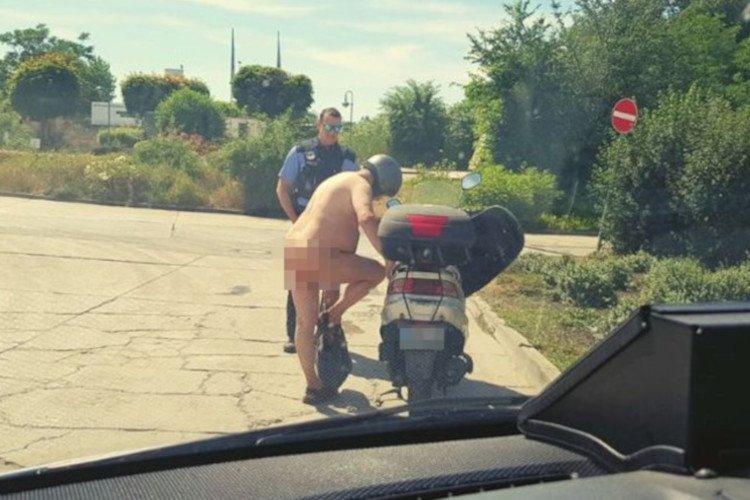 Nietypowego kierowcę skutera zatrzymała niemiecka policja.