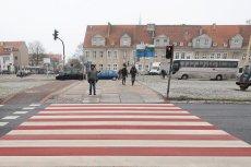 Szczecinianie masowo znieważają Polskę? Radny, który stratował z listy PiS-u, domaga się przemalowania przejść dla pieszych. Powód... zniewaga symboli narodowych.