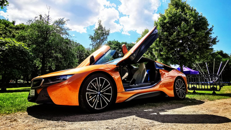 BMW i8 Roadster to auto stworzone na słoneczne dni.