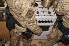 Policjanci znaleźli w domu 67-letniego mieszkańca Częstochowy materiały wybuchowe, z których przygotowywał bombę